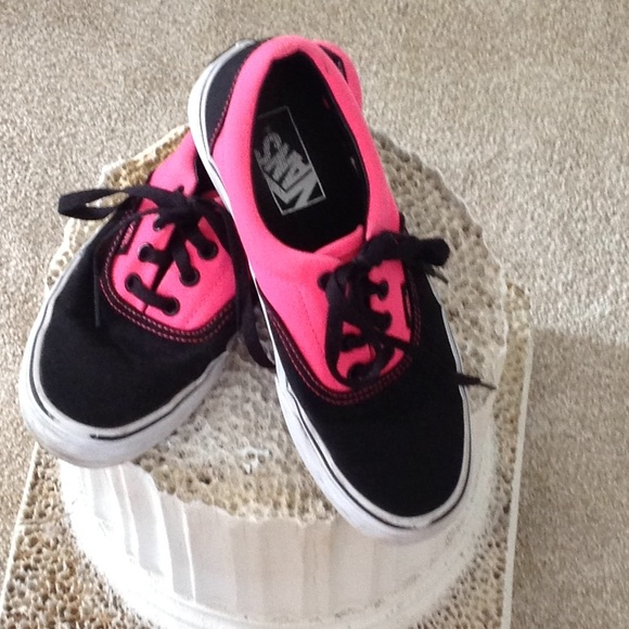 b95acbfe0dfa5f VANS PINK   BLACK OFF THE WALL. M 5c8d1f6dbaebf6e640250594